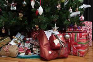 Bilder Feiertage Neujahr Geschenke Ast Weihnachtsbaum
