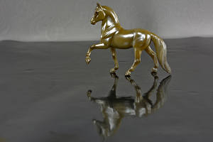 Photo Horse Toys 1ZOOM Gold color Reflection