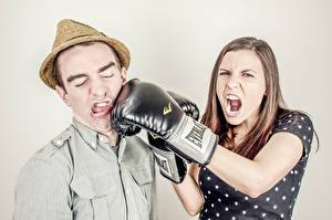 Image Boxing Men Hat Screaming Glove To hit young woman