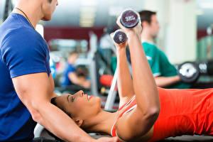 Hintergrundbilder Fitness Hand Hantel Trainer Trainieren Mädchens