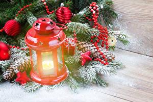 Bilder Feiertage Neujahr Kerzen Ast Schnee Zapfen Bretter Laterne
