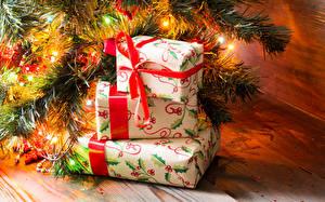 Hintergrundbilder Feiertage Neujahr Geschenke Lichterkette Ast Bretter Schachtel