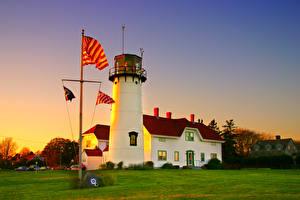 Sfondi desktop USA Un faro Serata Erba Bandiera Chatham Harbor Massachusetts Natura