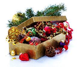 Fotos Feiertage Neujahr Schachtel Ast Zapfen Kugeln