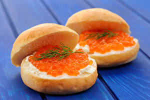 Fotos Butterbrot Brötchen Caviar Meeresfrüchte Bretter das Essen