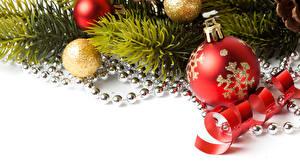 Bilder Feiertage Neujahr Weißer hintergrund Ast Kugeln Band Vorlage Grußkarte