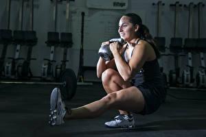 Hintergrundbilder Fitness Bein Hantel Trainieren Sport Mädchens