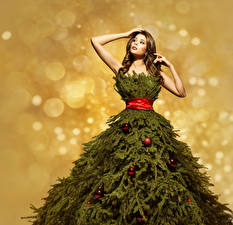 Bilder Neujahr Braunhaarige Kleid Christbaum Ast Kugeln Mädchens
