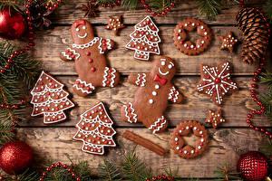 Hintergrundbilder Neujahr Kekse Bretter Ast Kugeln Christbaum Lebensmittel
