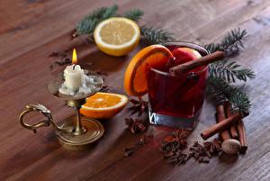 Fotos Neujahr Getränke Kerzen Zitrone Zimt Apfelsine Bretter Ast das Essen