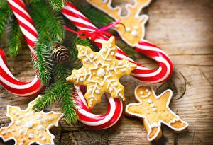Fotos Neujahr Süßware Kekse Dauerlutscher Ast Schneeflocken Candy cane Lebensmittel