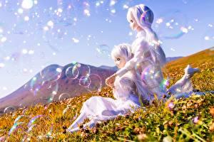Hintergrundbilder Gebirge Puppe Kleine Mädchen Zwei Blondine Seifenblasen