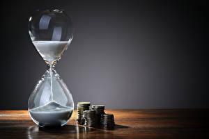Фотография Часы Монеты Песочные часы Песок