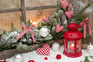 Bilder Neujahr Ast Herz Kugeln Schnee Fenster Laterne