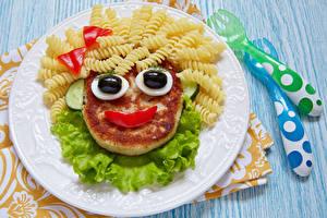 Fotos Fleischwaren Smilies Bretter Teller Makkaroni Design Lebensmittel