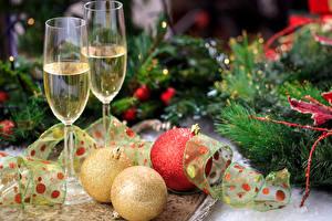 Hintergrundbilder Neujahr Feiertage Champagner Weinglas Zwei Ast Kugeln Band Lebensmittel