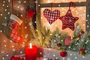 Bilder Neujahr Kerzen Stern-Dekoration Herz Ast Kugeln Schnee