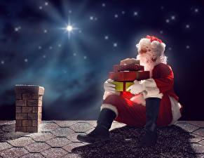 Fotos Neujahr Himmel Stern Weihnachtsmann Uniform Geschenke Nacht Dach Sitzen