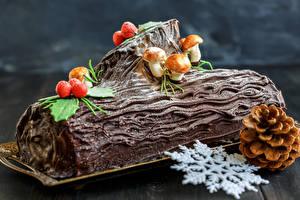 Hintergrundbilder Süßware Backware Neujahr Schokolade Pilze Roulade Bretter Schneeflocken Zapfen