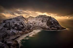 Fotos Lofoten Norwegen Winter Gebirge Sonnenaufgänge und Sonnenuntergänge Himmel Meer Kvalvika Beach Natur