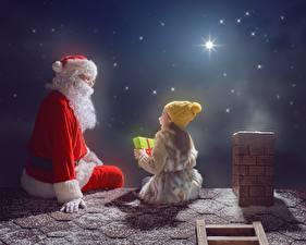 Fotos Neujahr Weihnachtsmann Kleine Mädchen Nacht Mütze Sitzend Dach