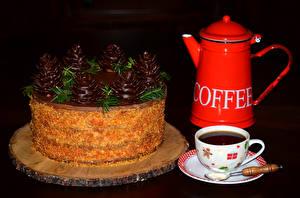 Fotos Torte Schokolade Kaffee Neujahr Flötenkessel Schwarzer Hintergrund Tasse Lebensmittel