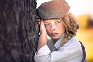 Bilder Starren Blick Hand Baumstamm Kleine Mädchen Julia Altork Kinder