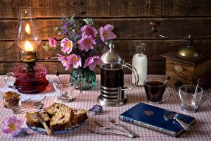 Bilder Stillleben Keks Getränke Kaffee Schmuckkörbchen Milch Petroleumlampe Bretter Tasse Buch Essgabel Flasche Lebensmittel