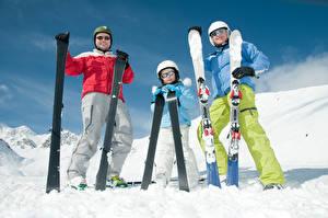 Bilder Winter Skisport Mann Schnee Drei 3 Helm Brille Sport Kinder