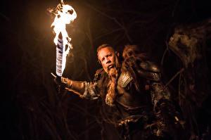Bakgrundsbilder på skrivbordet En man Vin Diesel Flamme The Last Witch Hunter Svärd Filmer Kändisar
