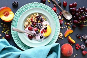 Fotos Müsli Pfirsiche Weintraube Obst Beere Frühstück Teller