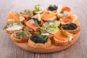 Bilder Fast food Butterbrot Meeresfrüchte Caviar Fische - Lebensmittel Schneidebrett Lebensmittel