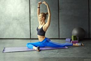 Fonds d'écran Gymnastique Uniforme Jambe Exercice d'étirement Sport Filles