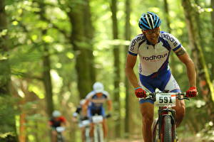Fotos Mann Fahrräder Helm Radrennen Sport