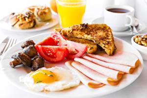 Fotos Wurst Tomate Pilze Brot Frühstück Spiegelei Teller Lebensmittel