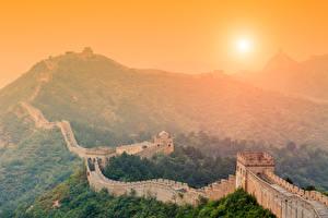 Sfondi desktop Grande muraglia cinese Cina Albe e tramonti Montagna Il Sole Natura