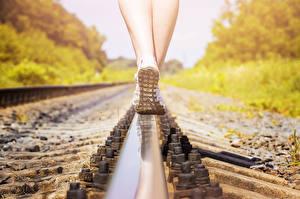 Hintergrundbilder Nahaufnahme Schienen Bein Schuhsohle