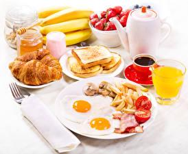 Bilder Kaffee Croissant Saft Brot Bananen Frühstück Spiegelei Teller Tasse Trinkglas