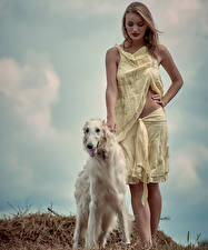 Bilder Hunde Windhund Dunkelbraun Russian hunting sighthound Mädchens