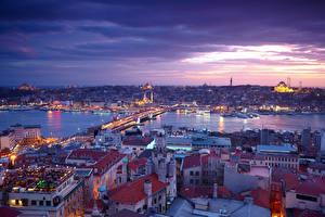 Bakgrundsbilder på skrivbordet Istanbul Turkiet Hus Floder Broar Kväll Himmel Städer