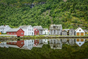 Bilder Norwegen Haus See Spiegelung Spiegelbild Laerdalsoyri Städte