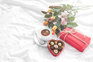 Pictures Still-life Roses Coffee Candy Chocolate Cup Present Heart Food