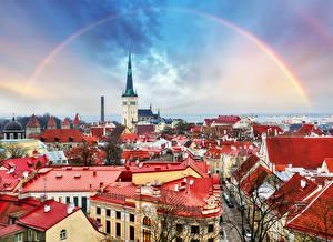 Bureaubladachtergronden Tallinn Estland Huizen Regenboog Een dak Steden