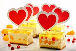 Bilder Valentinstag Süßigkeiten Törtchen Gelee Weißer hintergrund Herz