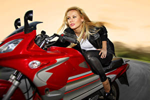 Wallpapers Blonde girl Motorcyclist Staring Moving Girls