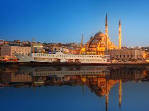 Bakgrundsbilder på skrivbordet Istanbul Turkiet Hus Småbåtshamn Fartyg Kväll Moské
