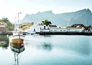 Fotos Norwegen Lofoten Haus Bootssteg Flusse Motorboot Reine
