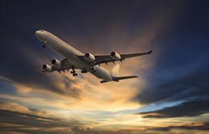 Fotos Flugzeuge Verkehrsflugzeug Himmel Abend Flug Wolke Luftfahrt