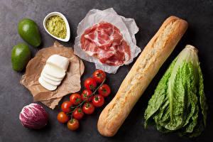 Hintergrundbilder Stillleben Brot Schinken Käse Tomate Farbigen hintergrund