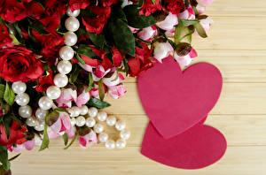 Fotos Valentinstag Rosen Pfingstrosen Schmuck Perlen Bretter Herz Blüte